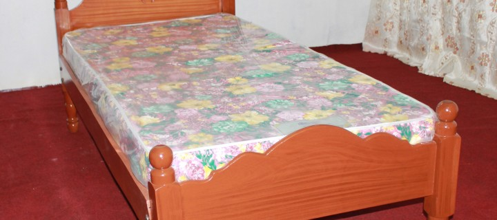 Single vineer bed frame